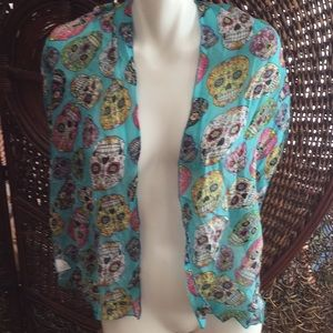 🖤NWT Awesome Skull & Flowers 🌺 Scarf Must Have🖤